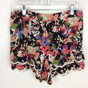 Lush Floral Scallop Hem Shorts Size L